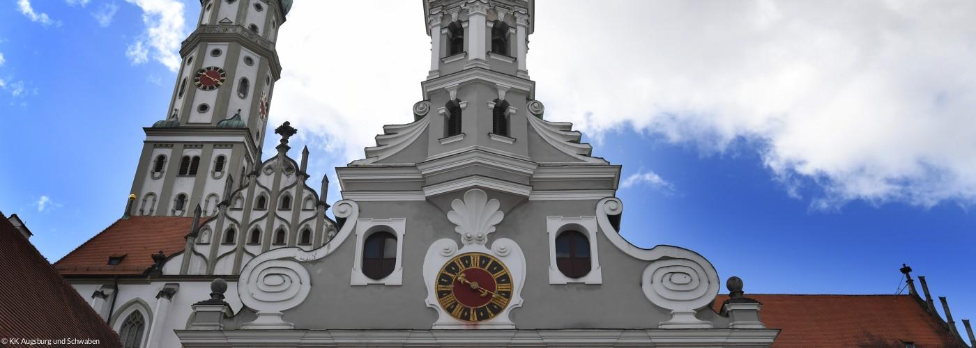 Ulrichskirchen Augsburg mit Blick von unten nach oben