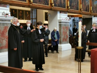 Ordination in St. Anna mit Masken